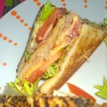 SANDWICH CLUB DE POLLO Y MAYONESA